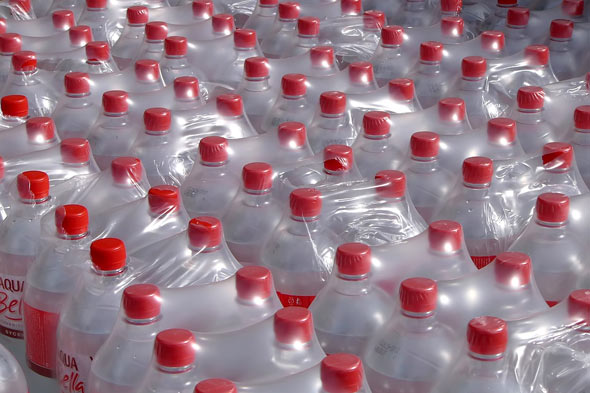 plastic-water-bottles-food-packaging-590