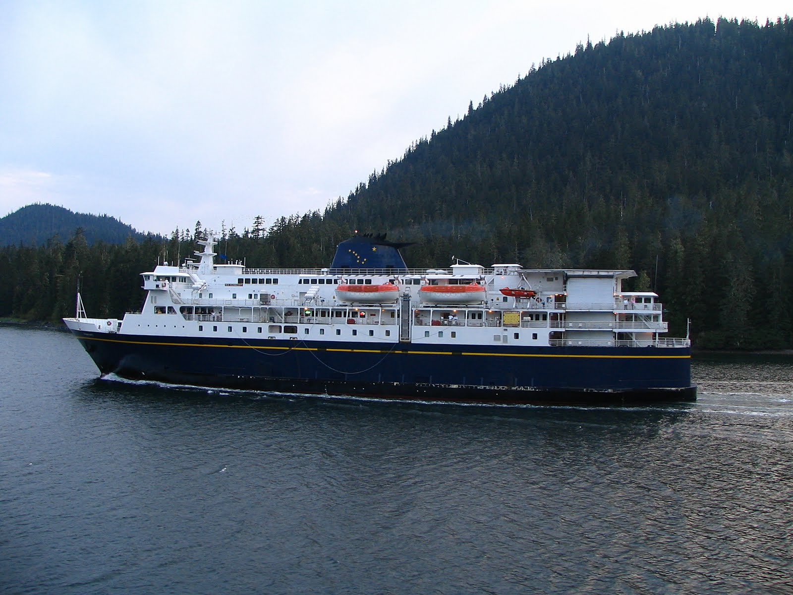 MV_Kennicott_Alaska_Ferry_Side_View_2048px