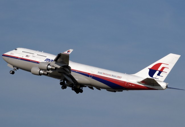 Malaysia-Air-Missing-Flight-Search-Finds-Oil-Slicks-650x447
